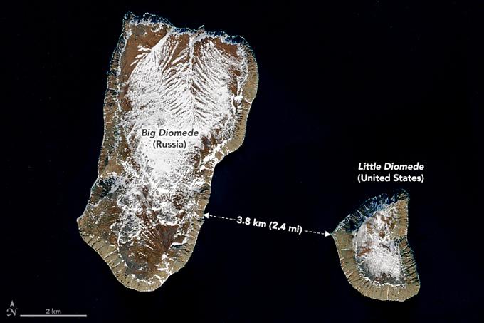Đảo Big Diomede của Nga và Little Diomede của Mỹ cách nhau 3,8 km.