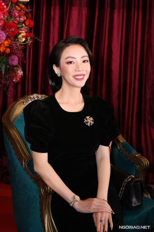Chị Mười Ba Thu Trang.