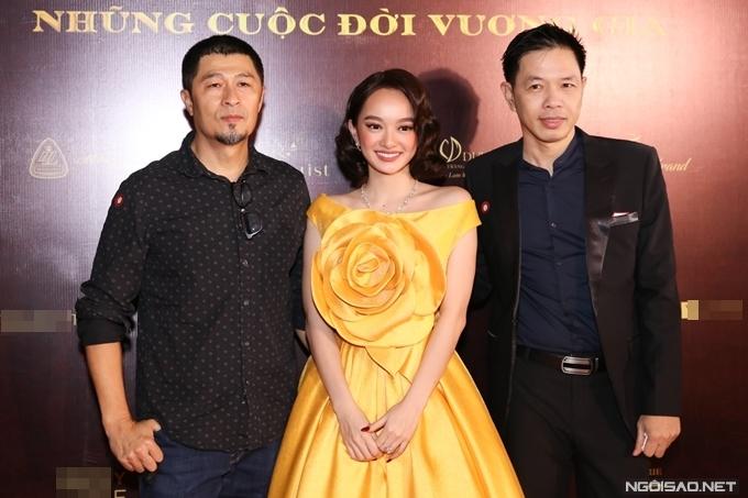 Đạo diễn Charlie Nguyễn (trái) cùng diễn viên Thái Hòa chúc mừng phim mới của Kaity Nguyễn.
