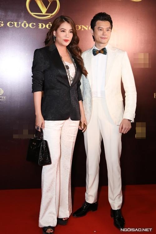 Diễn viên - nhà sản xuất Trương Ngọc Ánh có mặt ủng hộ phim của bạn trai tin đồn kém 14 tuổi Anh Dũng. Đây là dự án đầu tiên anh tham gia sau khi Nam tiến.