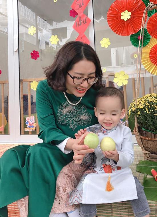 Gáng Hương sáng lập một ngôi trường dành cho trẻ dưới 3 tuổi tại Hà Nội. Trong mắt các nhân viên, chị là người sếp luôn gần gũi, lắng nghe và thấu hiểu mọi người. Chị luôn gieo vào tam chúng tôi những hạt giống của sự yên vui, hạnh phúc và trao truyền năng lượng bình yên, đầy yêu thương, một nhân viên của chị Giáng Hương chia sẻ.