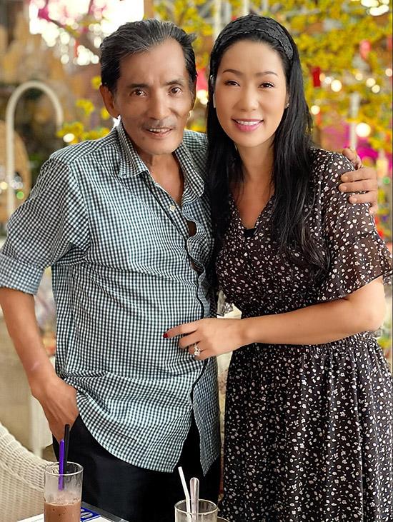 Thương Tín đi uống cà phê cùng Trịnh Kim Chi.