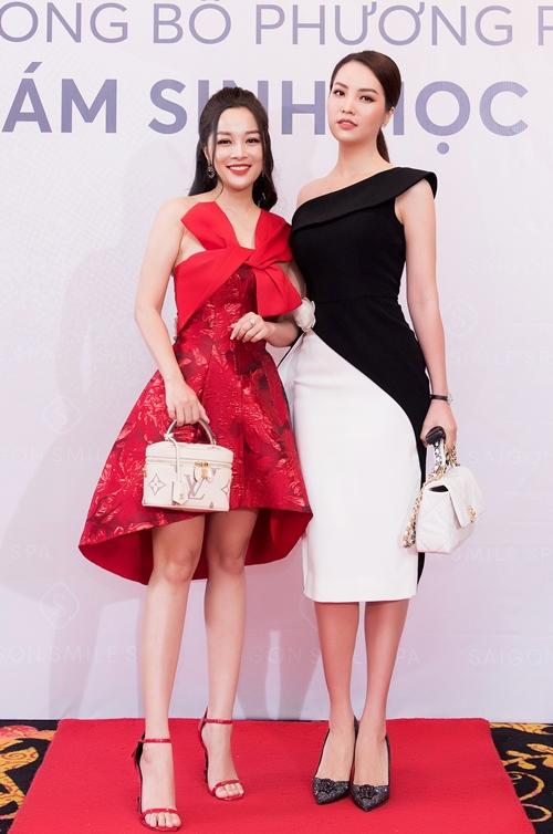 Thụy Vân và Minh Hương là khách mời tại một sự kiện về làm đẹp diễn ra hôm 3/3. Trong lần gặp gỡ đầu tiên của năm mới, cả hai trò chuyện vui vẻ.