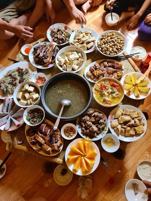 Với chị Sao, niềm hạnh phúc khi người thân quây quần bên nhau, thưởng thức món ăn chị nấu một cách ngon lành không có gì hạnh phúc bằng.