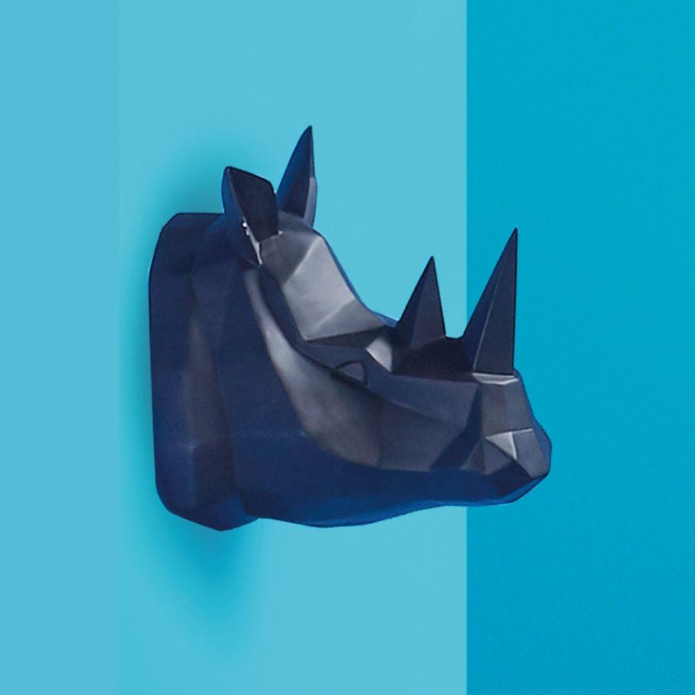 Tượng treo tường Raed Index Living Mall được thiết kế dựa trên hình dáng đầu tê giác hai sừng. Chất liệu nhựa thủy tinh với màu đen trang nhã, có thể treo trên tường phòng ngủ hoặc phòng khách đều được. Sản phẩm có giá 1,151 triệu đồng.