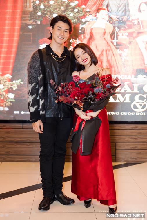Đóng cặp với cô là diễn viên Khương Lê. Cặp diễn viên gặp tình huống dở khóc dở cười và bị bầm tím chân tay khi đóng một cảnh Khương Lê bị tuột khăn tắm trước mặt Kaity Nguyễn.