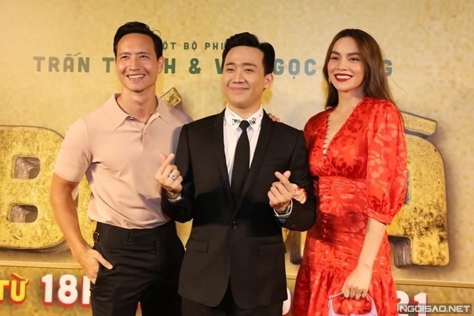 Hồ Ngọc Hà - Kim Lý đến xem phim và chúc mừng Trấn Thành.