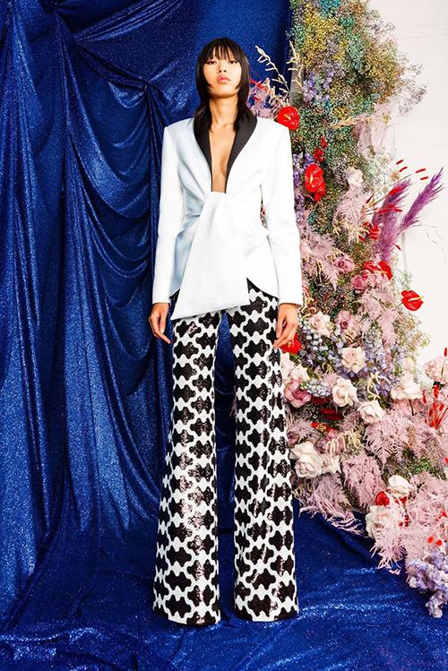 Tính tới thời điểm hiện tại, Phương Oanh nhận được ba job cho fashion week mùa này. Theo người mẫu có hai cái nằm trong khuôn khổ London Fashion Week, một cái trong khuôn khổ Milan Fashion Week .