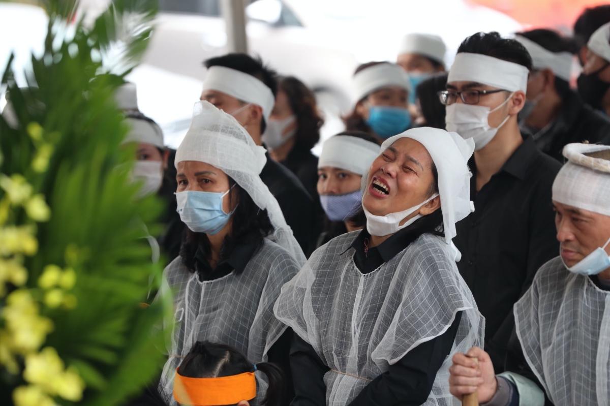 Người thân không giấu được nỗi thương xót trước sự ra đi của NSND Trần Hạnh.