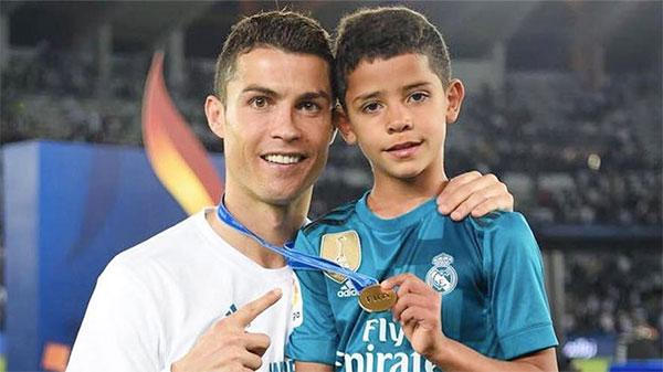 C. Ronaldo và cậu cả Cristiano Jr. Ảnh: Instagram.