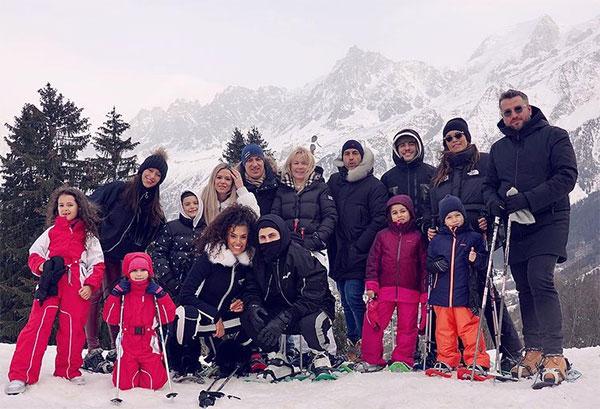 Jessica Aidi gây tranh cãi khi đăng ảnh đi nghỉ trên núi tuyết cùng Verrati, gia đình và bạn bè hồi cuối tháng hai bởi đúng thời điểm phong tỏa vì đại dịch mà đi chơi đông người.