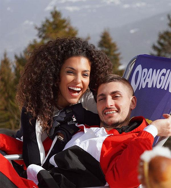 Trước đó vào cuối tháng hai, tiền vệ PSG và bạn gái trải qua một kỳ nghỉ ở khu resort Chamonix thuộc Pháp. Cặp đôi tình tứ bên nhau, chụp ảnh rạng rỡ. Thời điểm này Verratti đang bị chấn thương.