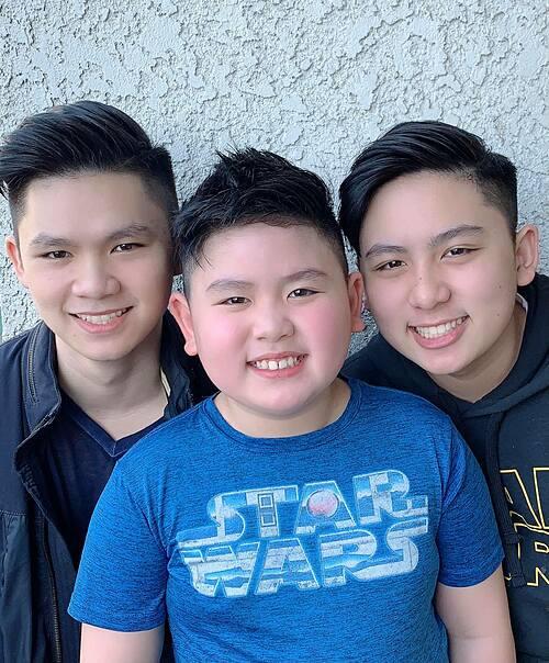 Ba quý tử điển trai nhà ca sĩ Bằng Kiều được mẹ Trizzie Phương Trinh đưa đi cắt tóc.