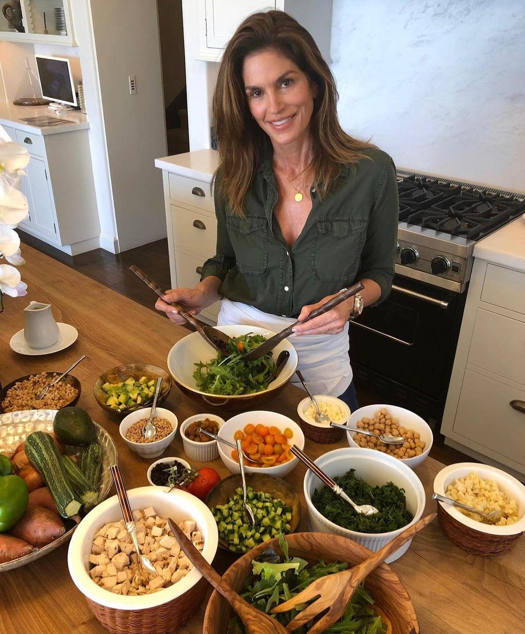 Bà mẹ nổi tiếng thú nhận cô chỉ ăn uống lành mạnh khoảng 80%.