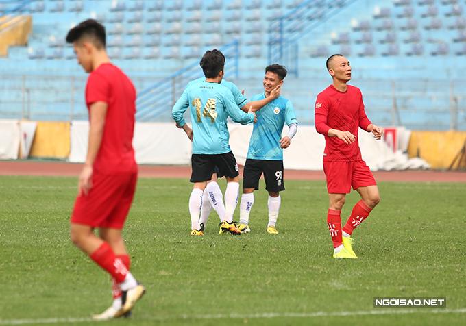 Trong hiệp một của trận đấu, CLB Hà Nội chỉ tung ra đội hình dự bị. Phú Thọ thi đấu khá ngang ngửa với đội chủ nhà nhưng vẫn phải nhận bàn thua ở cuối hiệp sau pha vôlê hiểm hóc từ ngoài vòng cấm của Minh Dĩ.