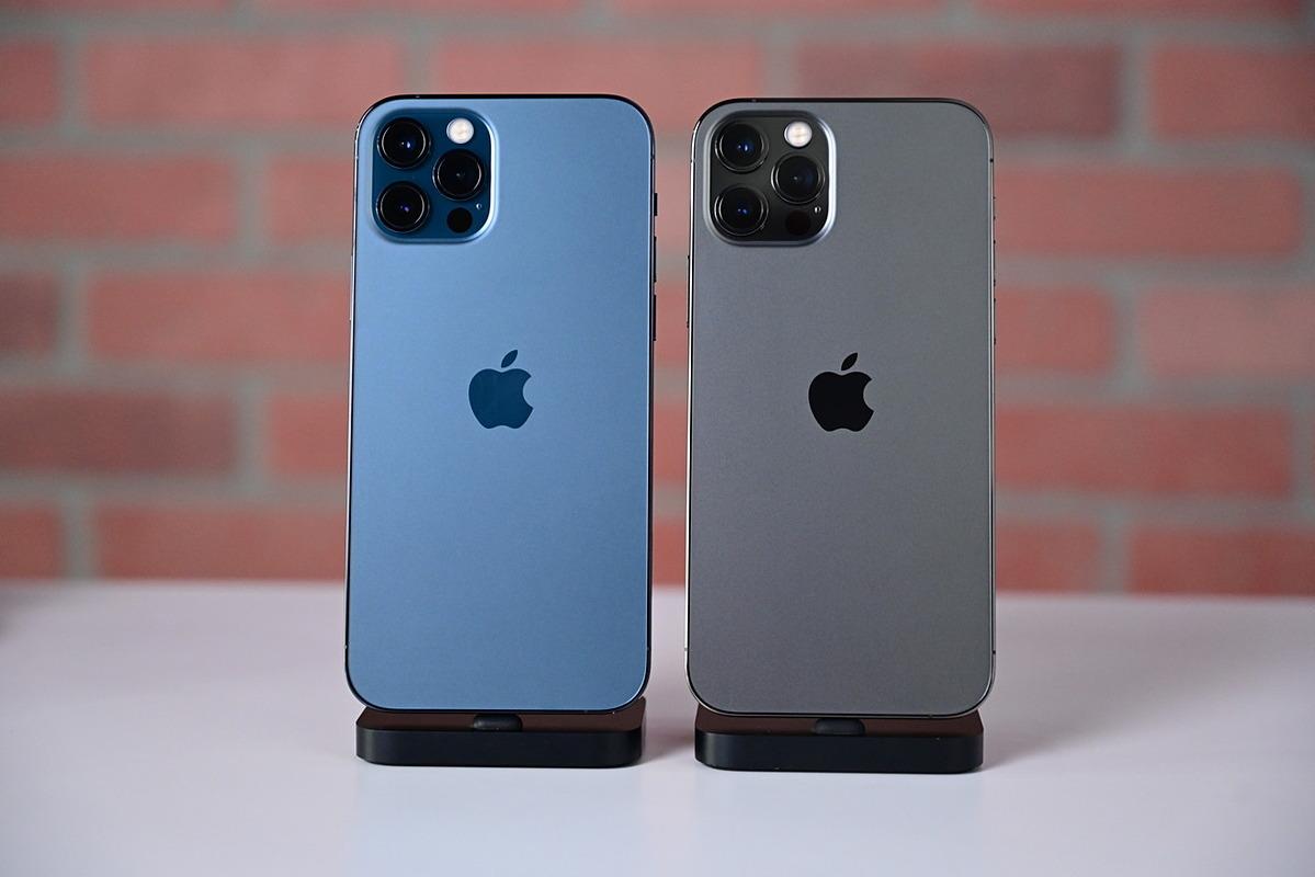 iPhone 12 Pro Max màu xanh và xám. Ảnh: AppleInsider