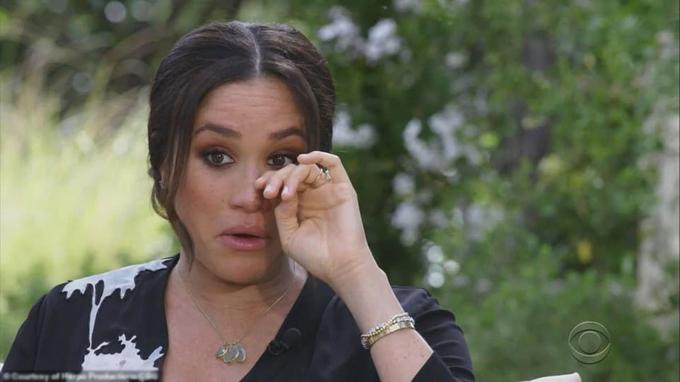Một khoảnh khắc xúc động của Meghan trong cuộc phỏng vấn với Oprah Winfrey. Ảnh: CBS.