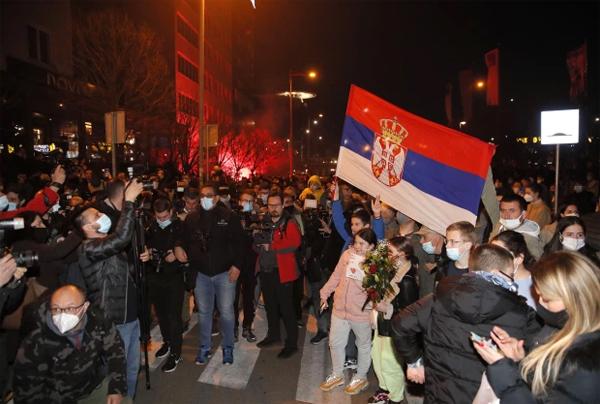 Người dân Serbia đổ ra đường mừng thành công của Djokovic - con cưng làm rạng danh đất nước vốn từng chia rẽ sâu sắc sau những năm tháng nội chiến.
