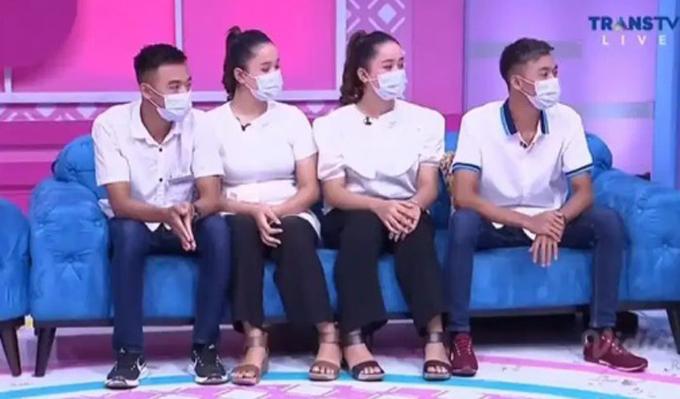 Hai cặp đôi xuất hiện trên truyền hình Indonesia hồi đầu tháng 3. Ảnh: Instagram.