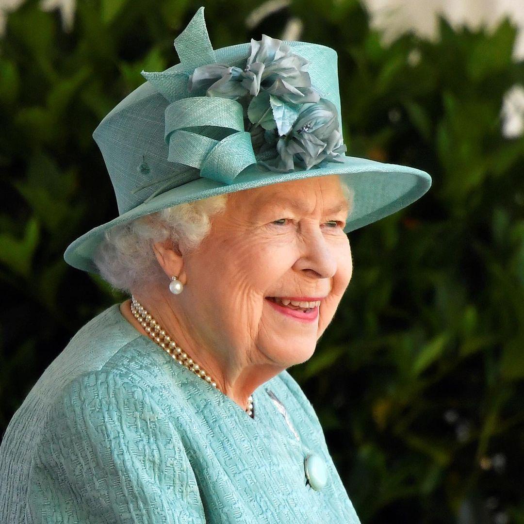 Trong chế độ ăn của Nữ hoàng Elizabeth II không bao giờ có tỏi vì bà ghét mùi vị của loại gia vị này.