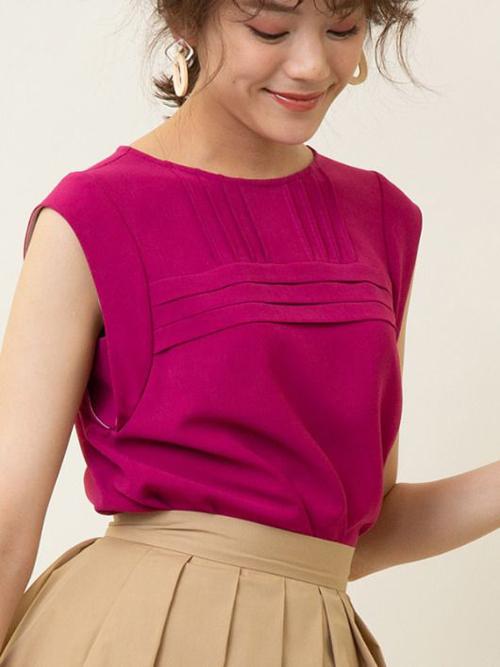 Áo lụa không kén dáng, thiết kế trên tông hồng cánh sen đậm dành cho các bạn gái thích nổi bật khi đi làm