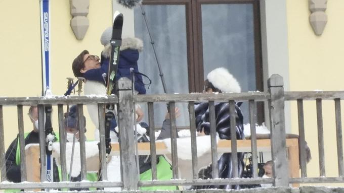 Adam Driver và Lady Gaga quay cùng diễn viên nhí đóng vai con của họ.