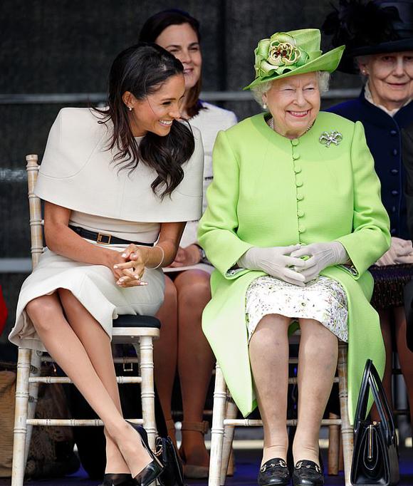 Meghan dự sự kiện đầu tiên sau khi làm dâu hoàng gia với Nữ hoàng hồi năm 2018. Ảnh: PA.