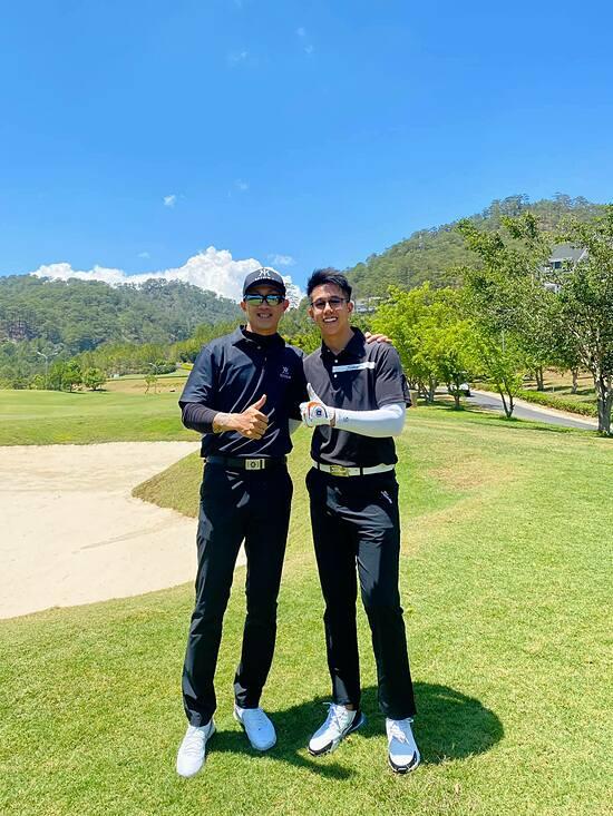 Matt Liu chơi golf cùng bạn trai cũ của Hương Giang ở Đà Lạt.