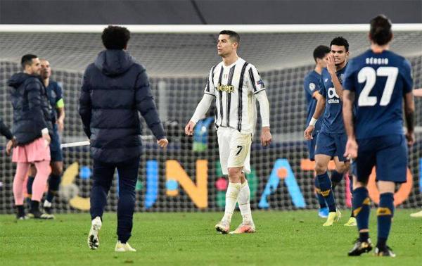 C. Ronaldo không chỉ vỡ mộng Champions League mà tương lai ở Juventus cũng mờ mịt sau trận đấu với Porto hôm 9/3. Ảnh: Reuters.