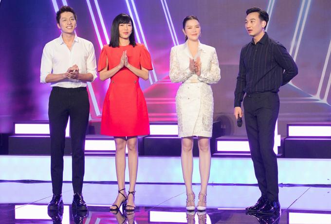 MC Thành Trung dẫn dắt show Giác quan thứ sáu. Anh khen Lý Nhã Kỳ ăn mặc thanh tao, lấn át cả Diệu Nhi dù diễn viên hài diện váy đỏ rực.
