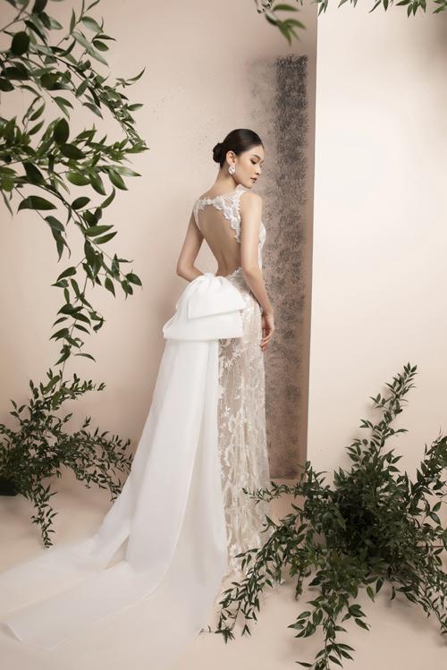 Chi tiết đắt giá của váy ôm đuôi cá là khoảng cut out khoe trọn lưng trần của á hậu Thùy Dung.