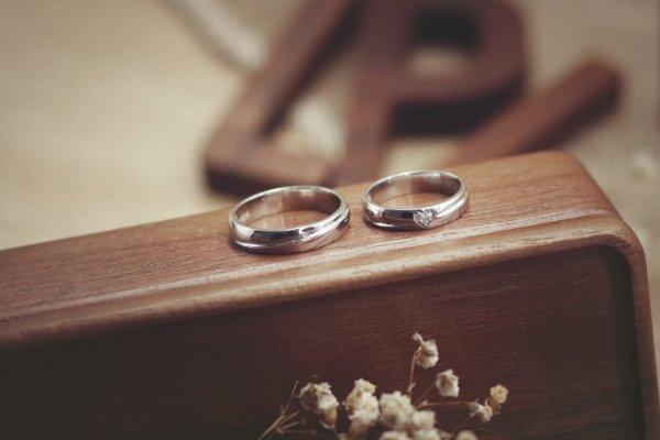 Cặp nhẫn cưới vàng 18K thuộc bộ sưu tập Forever Love được nhiều cặp lựa chọn.