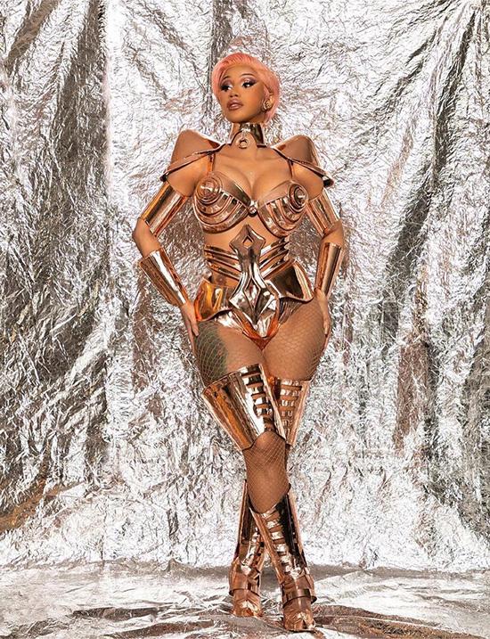Cardi B khoe dáng trong set đồ sexy mà cá tính.