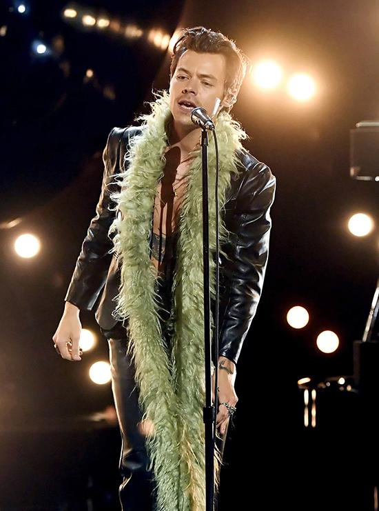 Harry Styles giúp khăn lông gây sốt - 2