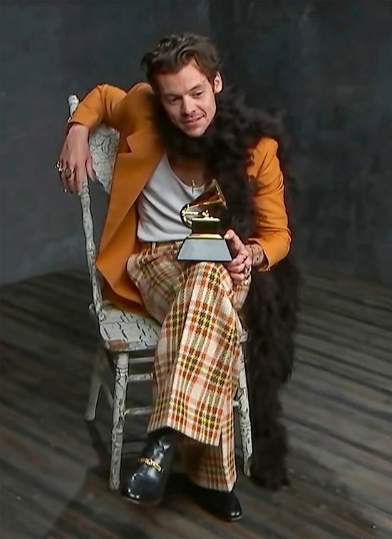 Harry Styles giúp khăn lông gây sốt - 4