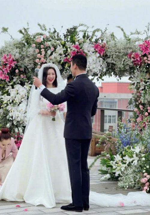 Chu Châu rạng rỡ hạnh phúc trong ngày cưới.
