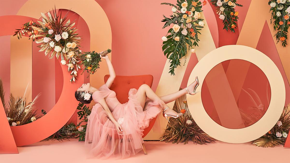 Chương trình Storyteller For All Dreamers đem đến những gói trang trí hoa tươi và nhiều quà tặng đi kèm với mức chi phí hợp lý, chỉ từ 4,5 triệu đồng một bàn tiệc. Liên hệ đặt tiệc qua hotline 0901 080 080. Ảnh: Asiana Plaza.