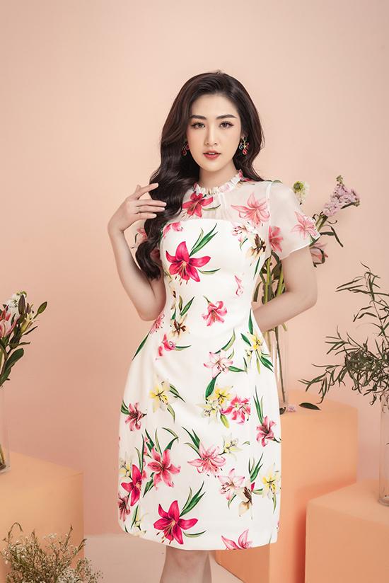 Những chiếc đầm hoa liền thân là thiết kế được nhiều chị em yêu thích trong mùa hè vì không chỉ bắt mắt mà còn phù hợp với nhiều hoàn cảnh khác nhau.