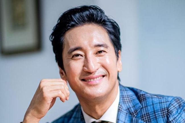 Tài tử Shin Hyun Joon.