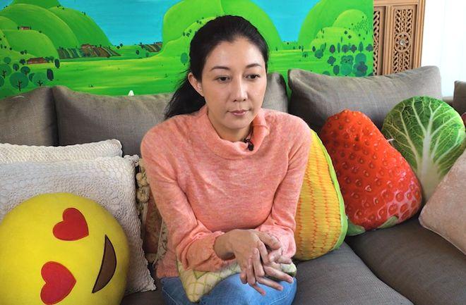 Ngô Ỷ Lợi trò chuyện với báo chí Hong Kong hôm 18/3.