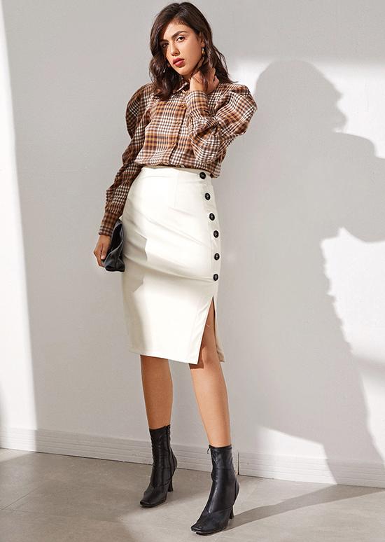 Các thiết kế quen thuộc với môi trường văn phòng như chân váy midi xếp ly, váy bút chì