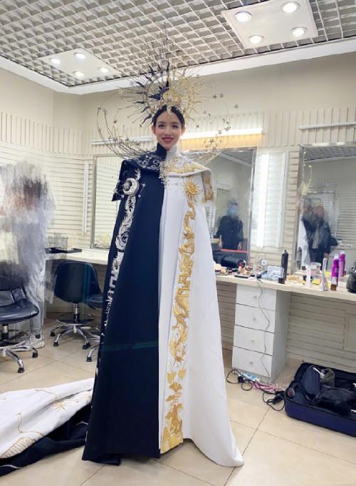 Trương Tử Lâm trong hậu trường buổi diễn dịp năm mới.