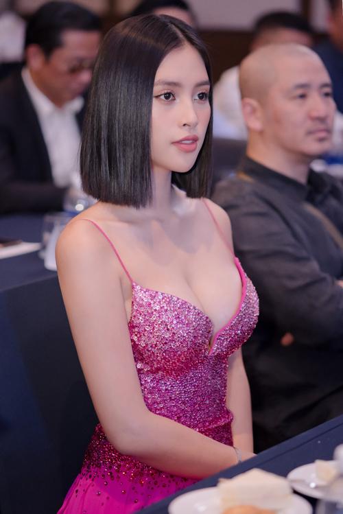 Tiểu Vy đụng váy Hoàng Thùy - 6