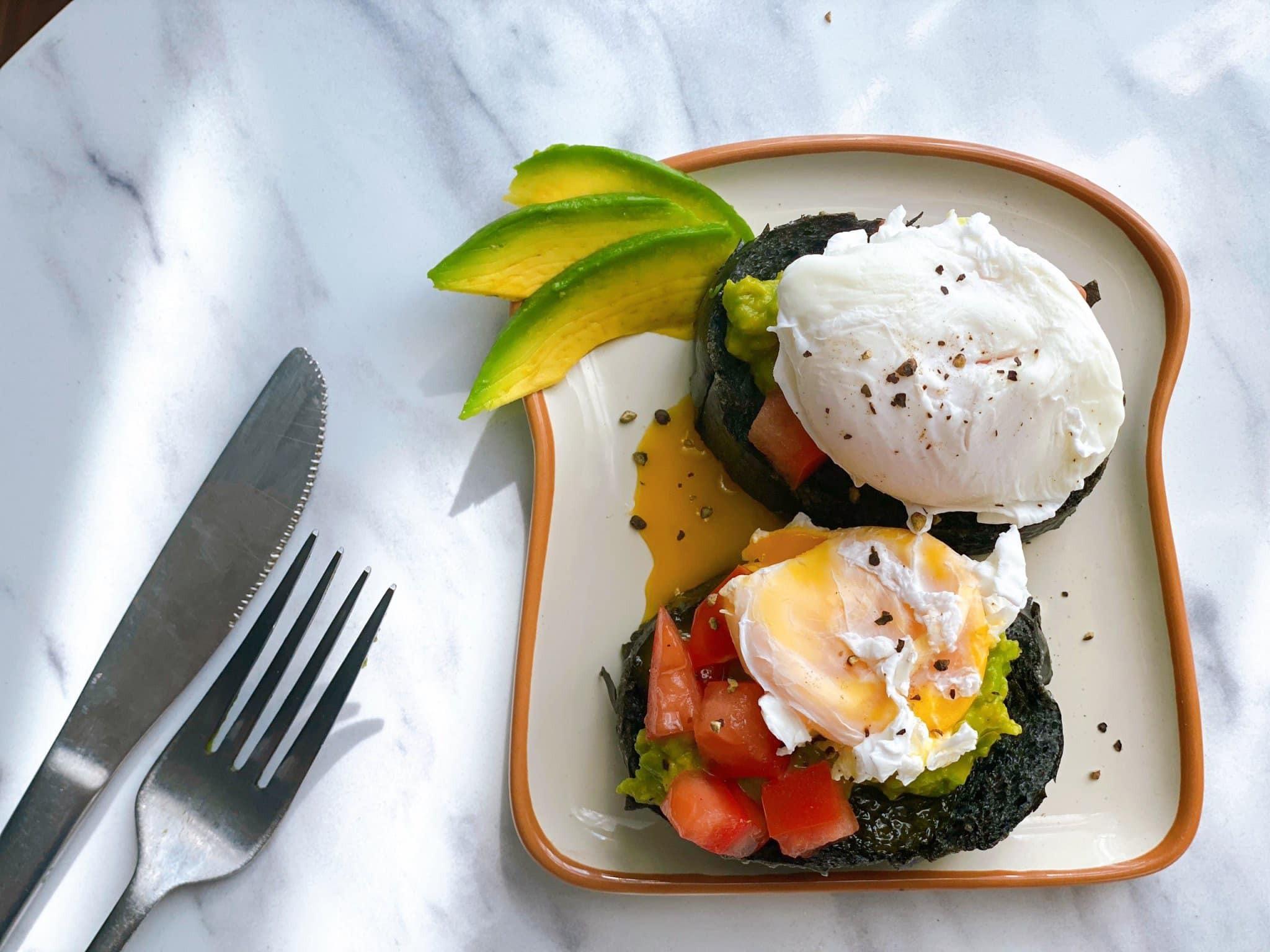 Bày biện, trang trí món ăn đẹp mắt cũng là cách để tạo động lực, kiên trì với chế độ ăn uống lành mạnh, khoa học.