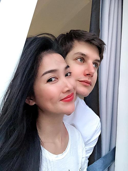 Quỳnh Lam và bạn trai.