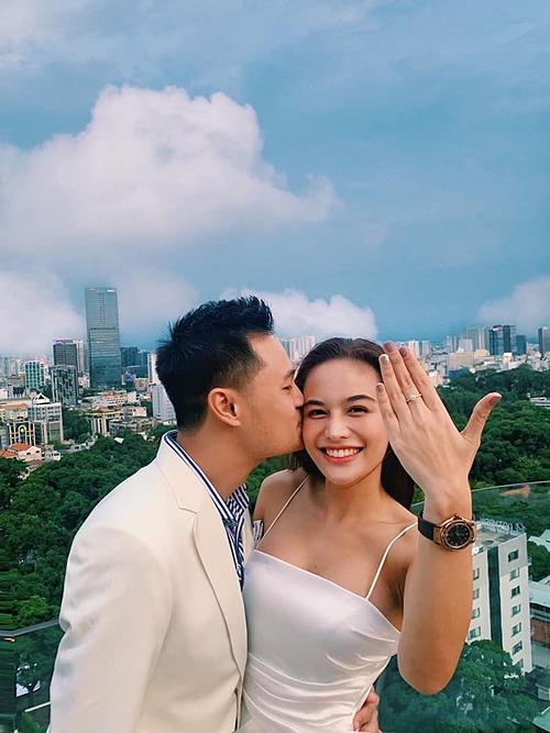 Bức ảnh cầu hôn của Thanh Thanh và Kim Bảo từng được chia sẻ rần rần trên các trang mạng xã hội.