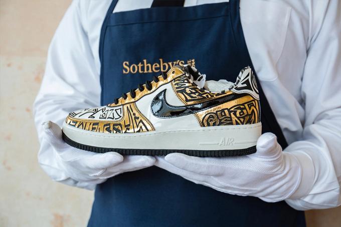 Đôi Nike Entourage Air Force 1's hàng hiếm được Sotheby's bán đấu giá. Ảnh: Sotheby's