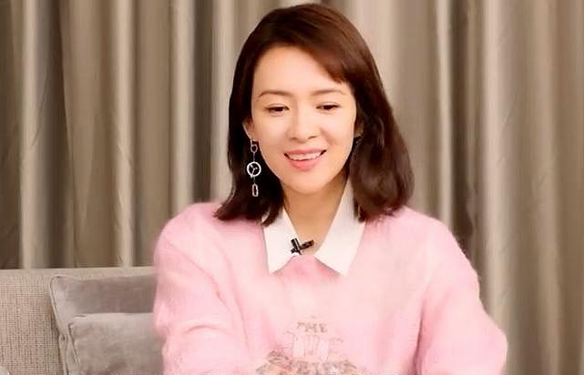 Chương Tử Di trò chuyện trong buổi phỏng vấn.