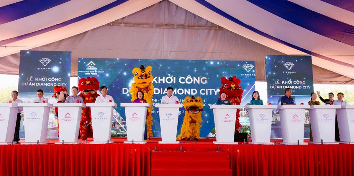 Lãnh đạo tỉnh Bình Phước cùng ấn nút khởi công dự án Diamond City.