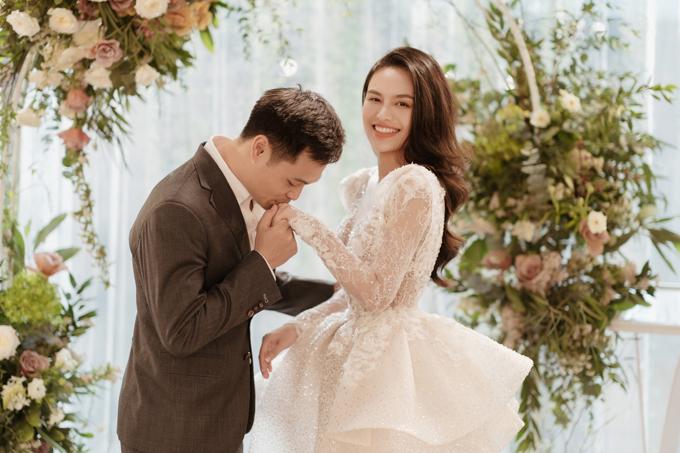 Chú rể bí mật tìm NTK váy cưới cho một nửa của mình - 22